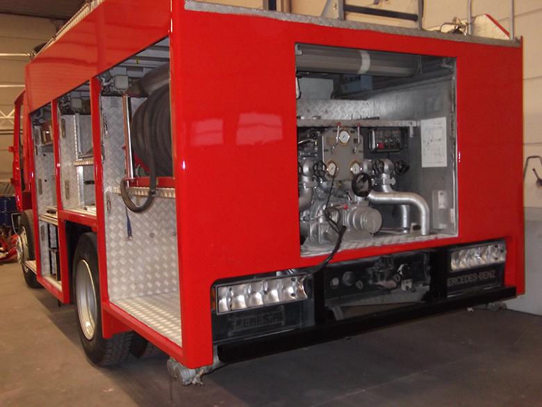 Spuiten carrosserie brandweerwagen